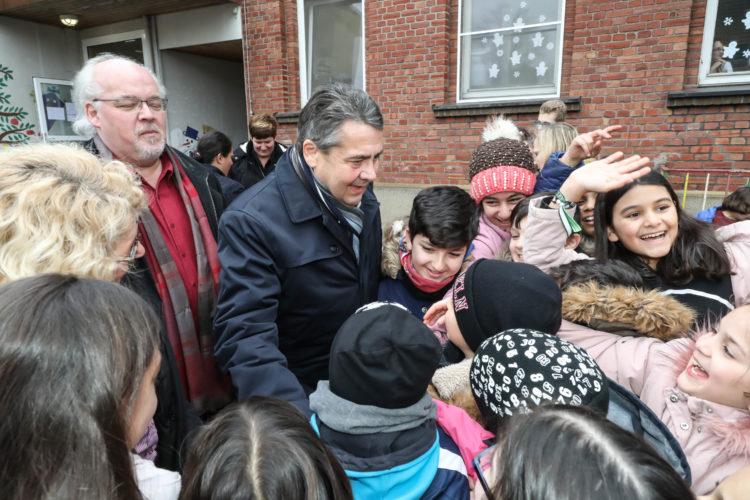 Gabriel besucht Schule  Fotojournalist Oliver Schaper